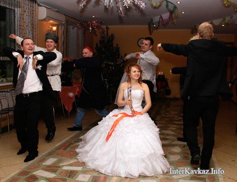 Танец лезгинка танцует девушка на свадьбу